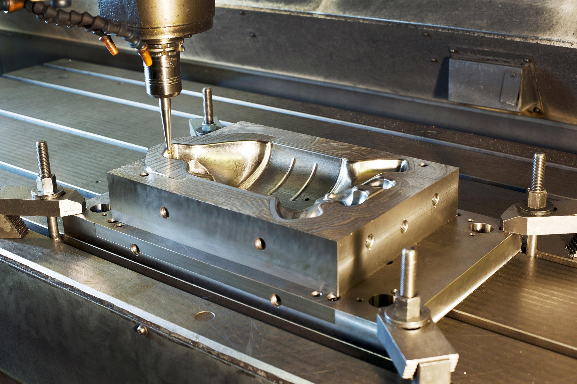 Процесс работы над металлом